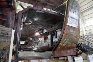展示される九州南西海域不審船と回収物の写真素材 [FYI04077380]