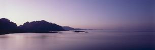 夜明けの連山  ローフーテン半島 ノルウェーの写真素材 [FYI04077487]
