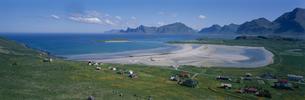 白浜の村  ローフーテン半島 ノルウェーの写真素材 [FYI04077491]