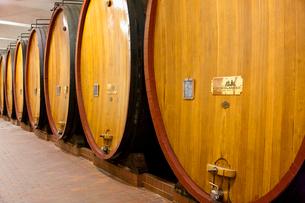ワイン貯蔵樽の写真素材 [FYI04077659]
