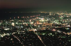 沼津市街と駿河湾を望む夜景の写真素材 [FYI04077831]