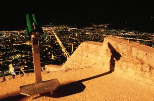 バスティーユ城塞の展望台から眺める夜景の写真素材 [FYI04077869]