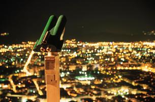 バスティーユ城塞の展望台から眺める夜景の写真素材 [FYI04077872]