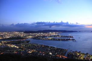 屋島から望む高松市街の夜景の写真素材 [FYI04077891]