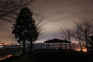 金立公園から佐賀市街の夜景を望むの写真素材 [FYI04077922]