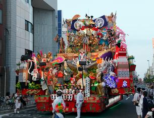 8月夏 東北の八戸三社大祭の写真素材 [FYI04078332]