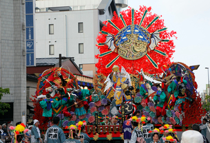 8月夏 東北の八戸三社大祭の写真素材 [FYI04078334]