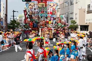 8月夏 東北の八戸三社大祭の写真素材 [FYI04078346]