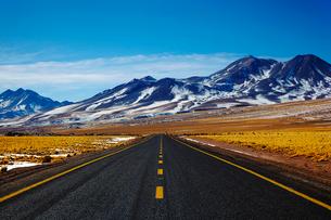 標高4000mの道路の写真素材 [FYI04078368]