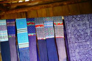 ラオチャイ村民芸品 製作過程の写真素材 [FYI04078491]