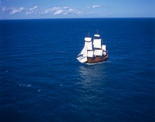 帆船バークエンデバーの空撮の写真素材 [FYI04078608]