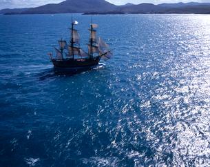 帆船バークエンデバーの空撮の写真素材 [FYI04078610]