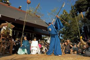 鬼祭り・御的神事 安久美神戸神明社の写真素材 [FYI04078972]