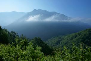 中山道 鳥居峠より見る坊主岳(1960m)の写真素材 [FYI04079026]
