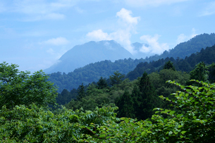 中山道 馬籠峠より南木曽岳を望むの写真素材 [FYI04079030]