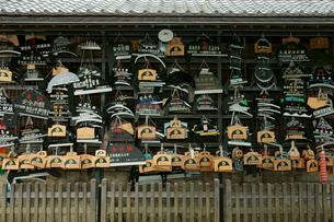猿投神社 奉納された左鎌の写真素材 [FYI04079094]