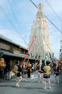 上野天神祭 鬼行列・大御幣 の写真素材 [FYI04079100]