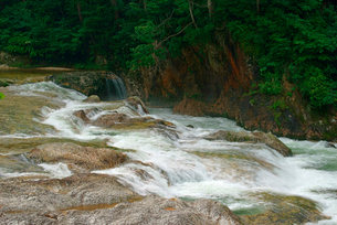 鳳来峡・板敷川(別称)宇連川の写真素材 [FYI04079147]