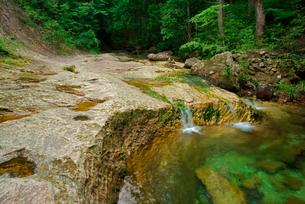 乳岩峡・さじき岩と乳岩川の淵 名勝天然記念物 の写真素材 [FYI04079172]