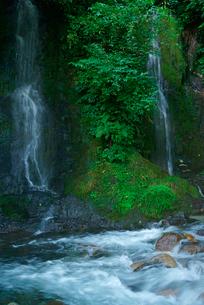 夫婦滝と日坂川の写真素材 [FYI04079293]