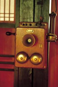 木製電話機の写真素材 [FYI04079592]