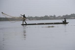 ニジェール川の投網の写真素材 [FYI04080462]