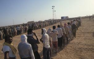 湾岸危機時のクウェート難民 国境緩衛地帯の写真素材 [FYI04080508]