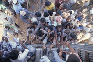 クウェート難民(湾岸危機時) イラクとの国境緩衝地帯の写真素材 [FYI04080525]