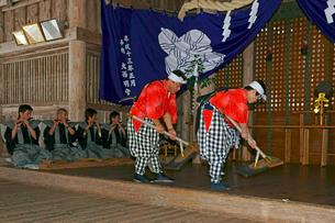 六日祭(花奪い祭り) 延年の舞 の写真素材 [FYI04080941]