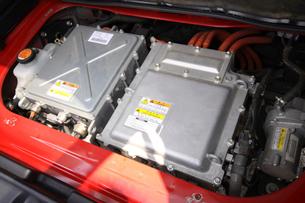 ハイブリッドカー リアエンジンルームの写真素材 [FYI04081163]