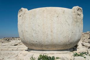 アマトゥス遺跡アクロポリスにある巨大な石鍋の写真素材 [FYI04081214]