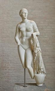 沐浴するアフロディテ女神の写真素材 [FYI04081273]
