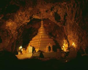 ペィチンミャァウン洞窟の写真素材 [FYI04081917]