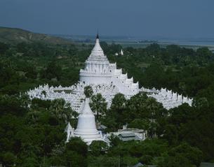 ミャティンダンパゴダ ミャンマーの写真素材 [FYI04081939]