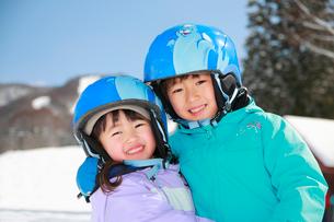 スキー場の子供たちの写真素材 [FYI04082051]