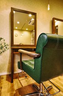 落ち着いた雰囲気の美容室の写真素材 [FYI04082062]