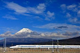 新幹線と富士山の写真素材 [FYI04082164]