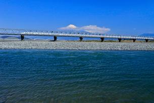 新幹線と富士山の写真素材 [FYI04082177]
