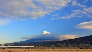 新幹線と富士山の写真素材 [FYI04082178]