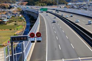 新東名高速 最高速度120km標識の写真素材 [FYI04082233]