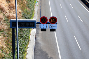新東名高速 最高速度120km標識の写真素材 [FYI04082236]