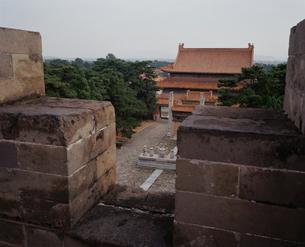清東陵 裕陵明楼より望む伽藍の写真素材 [FYI04082610]