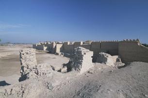 バビロン遺跡 空中庭園の柱の残骸の写真素材 [FYI04082715]