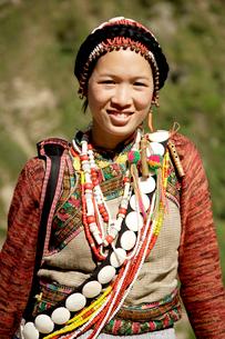 リス族の女性盛装 怒江リス族自治州の写真素材 [FYI04082757]
