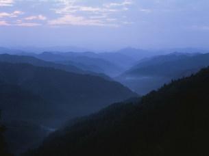 高野山より大峯方面の夜明けの写真素材 [FYI04082911]