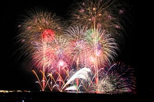 寺泊港まつり海上大花火大会の写真素材 [FYI04083020]