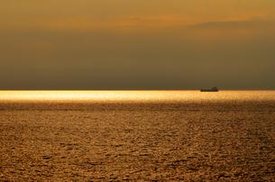 日本海の夕景の写真素材 [FYI04083024]