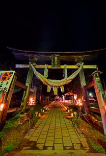 熊野神社長床のライトアップの写真素材 [FYI04083030]