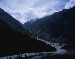 キルギス山脈内景勝地のアラ・アルチャ自然公園の写真素材 [FYI04083068]