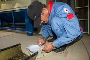 米の乾燥検査の写真素材 [FYI04083302]